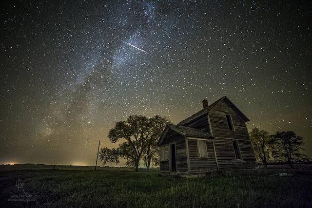 Một vệt sao băng của trận Orionid trên bầu trời thành phố Montrose, bang South Dakota. Hình ảnh: Aaron Groen.