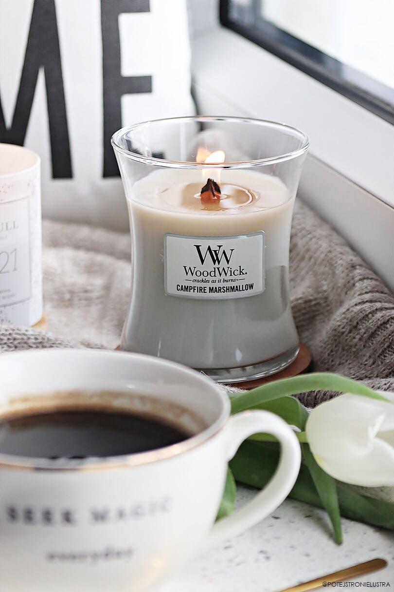 średnia świeca zapachowa woodwick