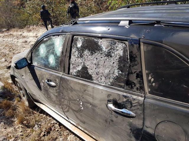 """""""  Encuentran camioneta blindada usada en balacera por sicarios intacta ,los disparos de los policías no pudieron hacer nada para  penetrar su blindaje"""""""
