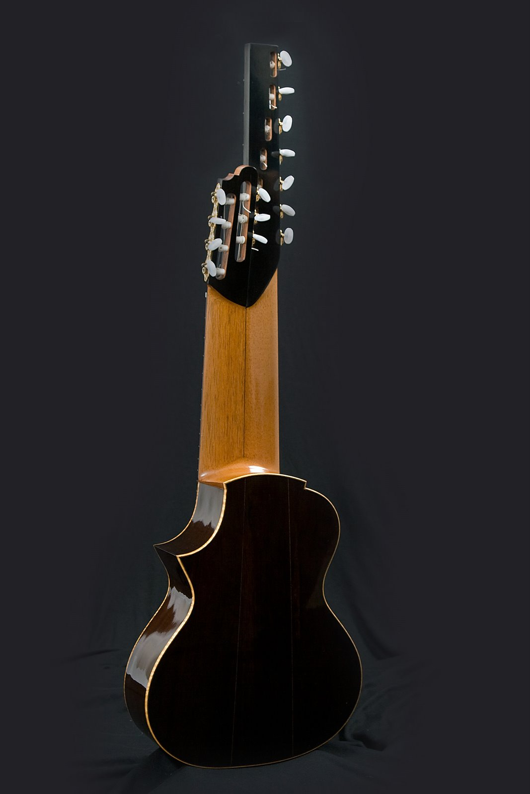 guitarras custom constru das por rodolfo cucculelli luthier 14 string terz guitar altgitarr. Black Bedroom Furniture Sets. Home Design Ideas