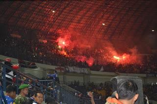 Persib vs Borneo FC: Panpel Cemaskan Flare Bobotoh