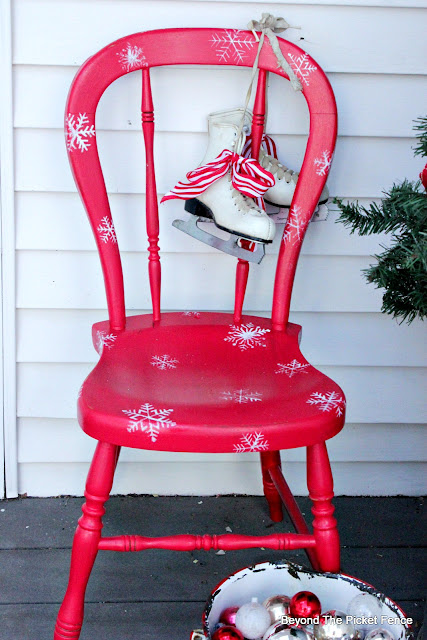 use paint and stencils to make an adorable porch decoration for Christmas