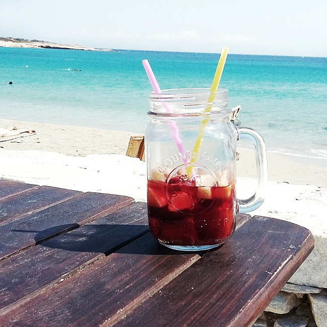 Jelena Zivanovic Instagram @lelazivanovic.Glam fab week.Fanos beach bar Koufonisia sangria.