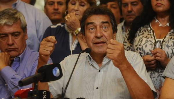 Argentinos convocan huelga de 24 horas contra despidos masivos