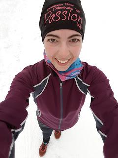 Coureuse souriante, l'hiver