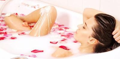 Tips Kulit Kenyal Dan Cantik Awet Muda Dengan Perawatan Santan Dan Air Mawar