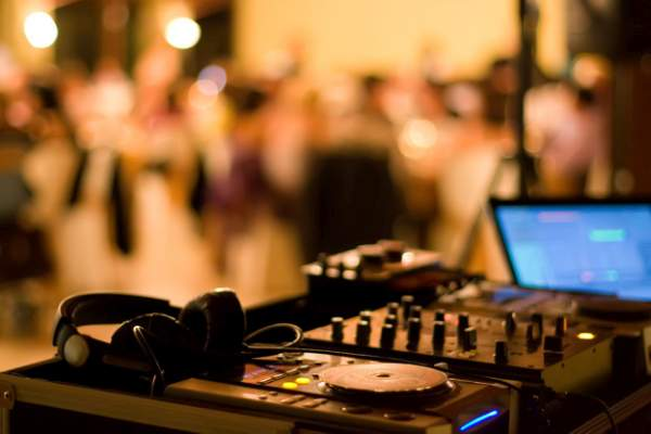 Pilihan Lagu Rock untuk Pernikahan yang Keren
