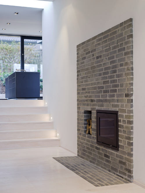 Fireplace Wall Flush Wall With Glass Tile And Metal: Squared+: Villa Petersen