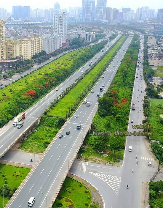 Nếu chạy theo đại lộ Thăng Long bạn sẽ thấy đường đẹp hơn