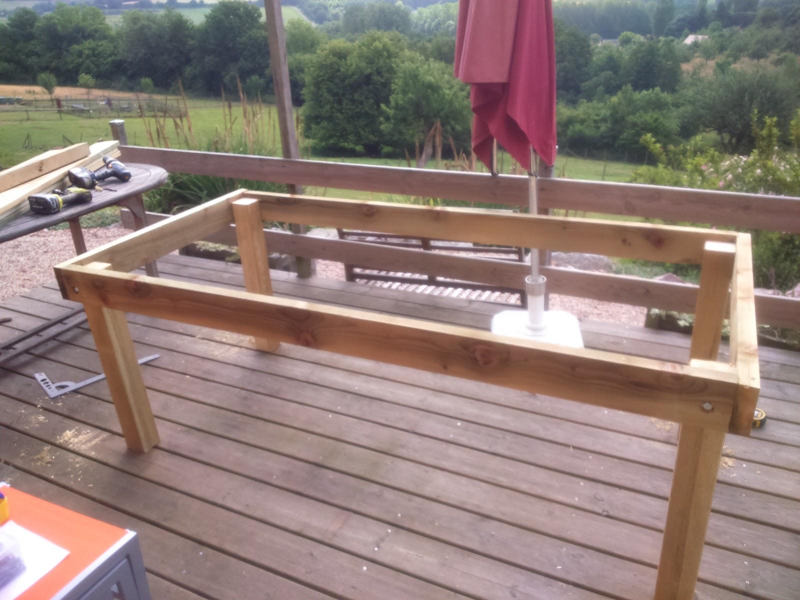 fabriquer une table de jardin en bois Emejing Construire Une Table De Jardin En Bois Pictures - House .