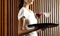 ΠΑΘΑΜΕ … ΣΟΚ! Μια πλούσια γυναίκα προσπαθεί να προσβάλει μια κωφή σερβιτόρα, ώσπου έγινε αυτό…