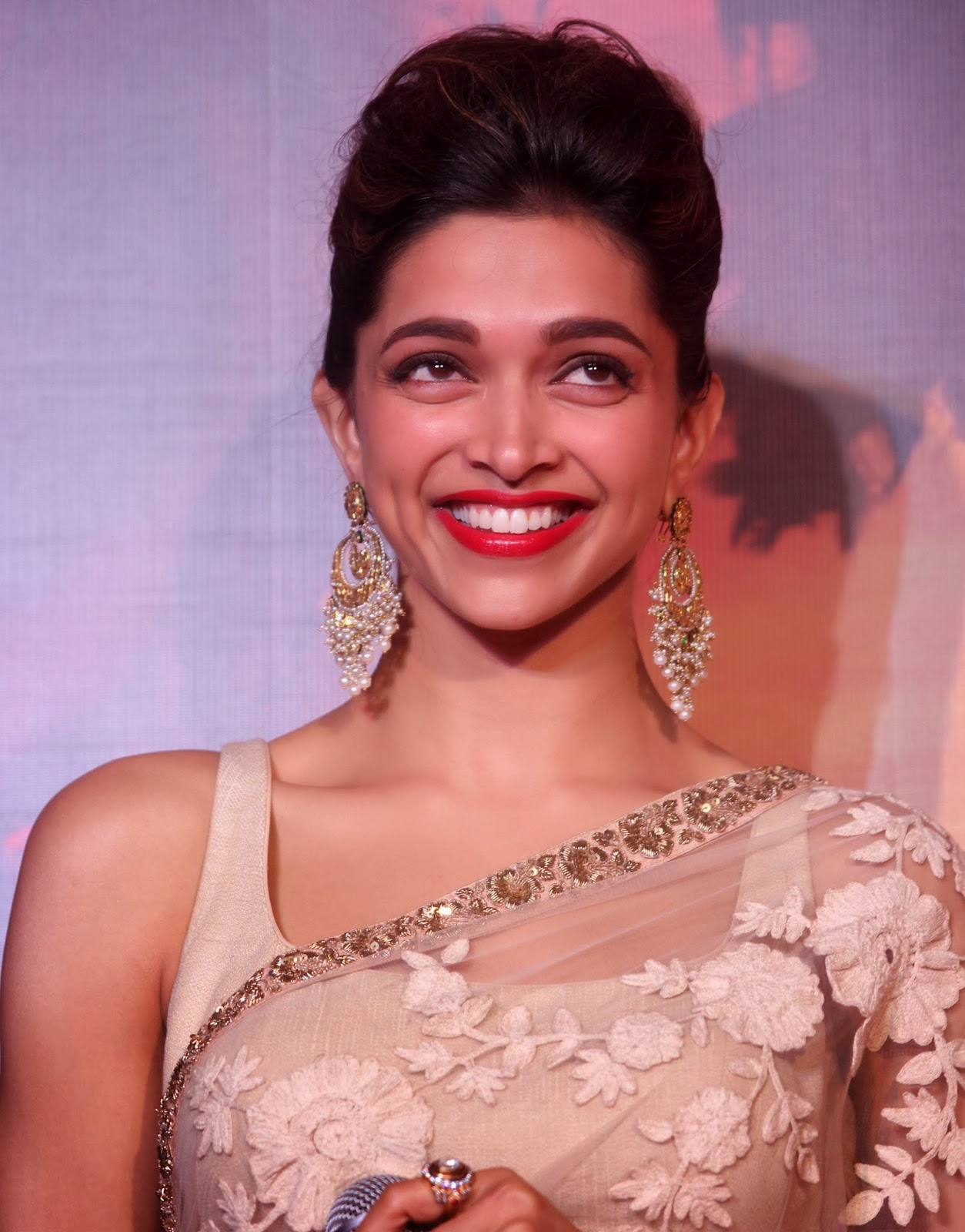 Actress Deepika Padukone Hot Smiling Face Closeup ...