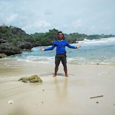 pantai pasir putih baron