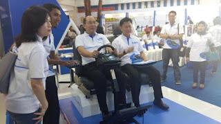 BCA menggelar program Augmented Reality (AR) marcedez Benz di acara roadshow Gebyar Tahapan BCA (GTB) di Mal Ratu Indah, 4-6 September 2015