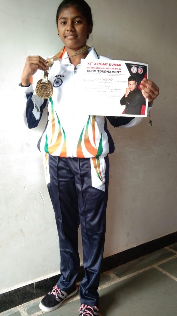 Alirajpur News-जवाहर नवोदय विद्यालय की श्वेता तोमर ने अंतर्राष्ट्रीय इन्विटेशनल कूडो स्पर्धा में जीता गोल्ड मेडल