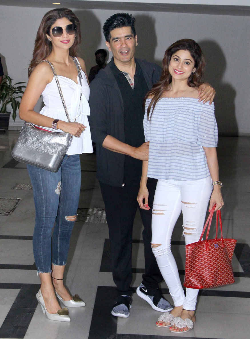 Shilpa and Shamita Shetty with Manish Malhotra at His Residence