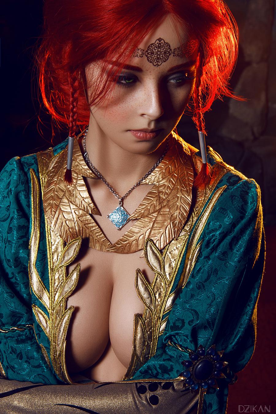 sexy triss merigold cosplay