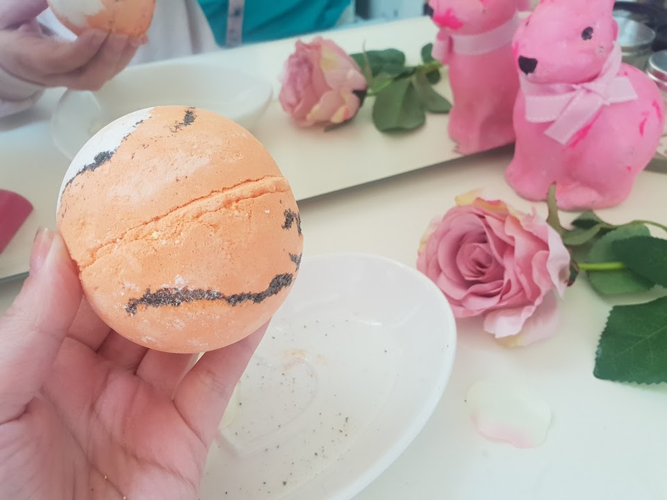 lush tiger tiger burning bright bath bomb review