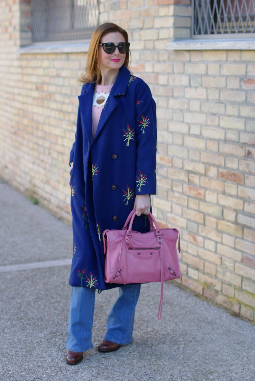 Balenciaga city pink, a 70's inspired outfit with floral embroidered Zaful coat on Fashion and Cookies fashion blog, fashion blogger style