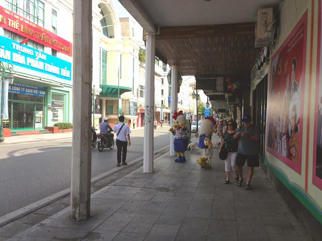 hanoi-sidewalk ハノイの街中