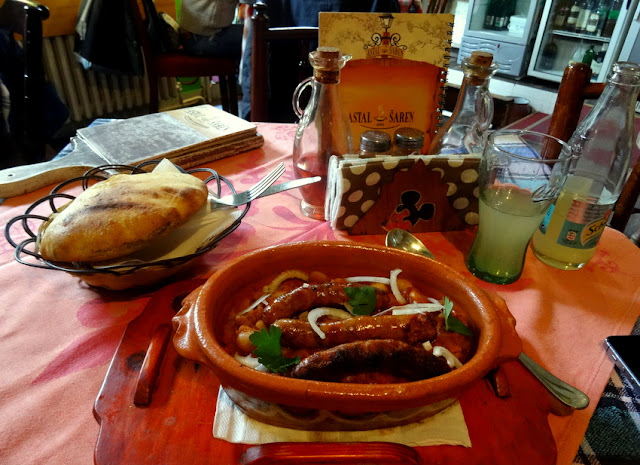 Lunch at Astal Saren in Novi Sad: Typical Serbian Cuisine ? Baked Beans (Prebranac) with Sausage