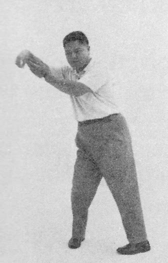 Tai Chi Chuan (Square Form) 37. The Single Whip