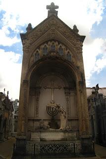 Mausoleo de la familia Dorrego-Ortiz Basualdo
