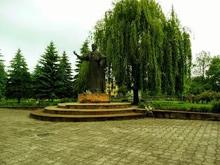 Ходорів. Майдан Шевченка і пам'ятник Кобзарю