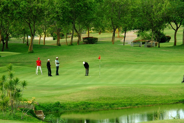 Encompassing a large mass of greenery, the Ooty Golf Course is a delight – both for golf players as well as for nature enthusiasts.