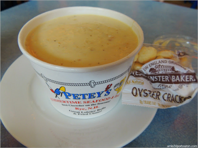 Petey's Summertime Seafood and Bar: Clam Chowder