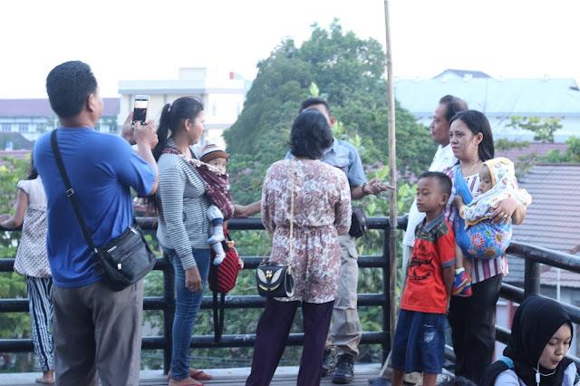 Pengunjung di Gawai Dayak XXXII di Rumah Radakng