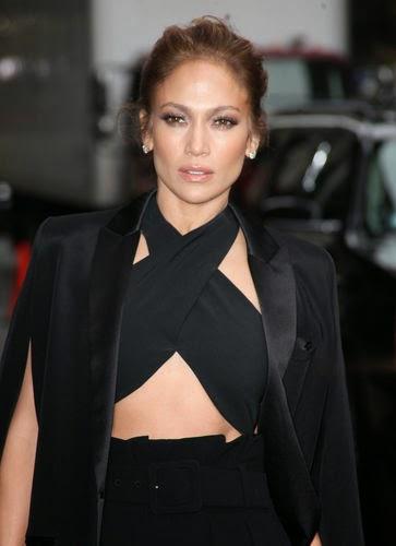 J.Lo seduced in Midrift-look