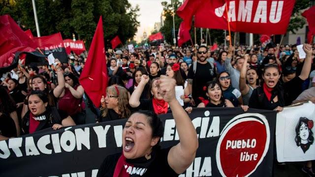 Mujeres chilenas marchan contra violencia machista