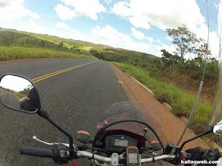 Um pouco de asfalto no Caminho dos Diamantes - Estrada Real.