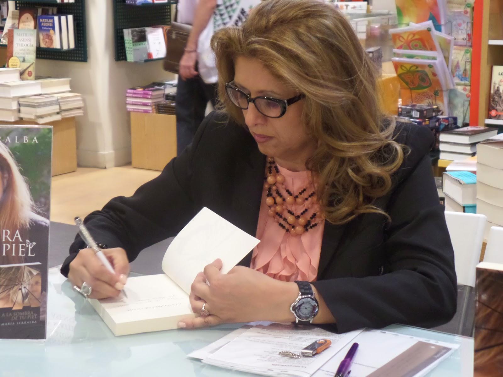 """El Blog de María Serralba-Presentación """"A la sombra de tu piel"""" Casa del Libro Alicante"""