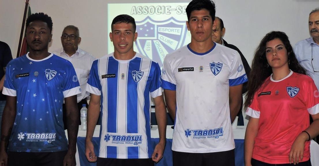 1020c06c19 Weefe divulga as novas camisas do Cruzeiro de Porto Alegre - Show de ...
