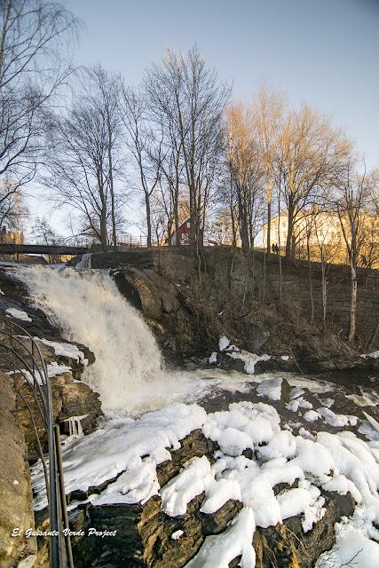 Cascada congelada en Beierbrua, Akerselva - Oslo por El Guisante Verde Project