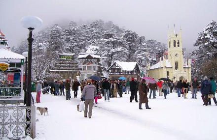 Mall road is one of the most popular shopping places in Murree