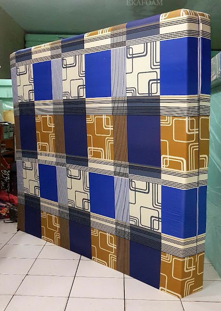 Kasur inoac motif abstrak minimalis sirkuit biru