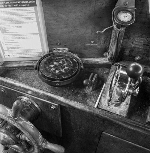 Kevin Percival, fotos en blanco y negro chidas, imagenes timon y brujula de barco,