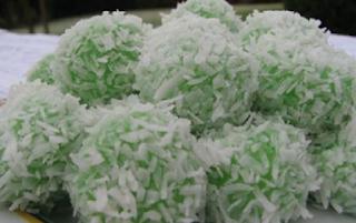 Cara Membuat Kue Basah Klepon Beras Ketan Putih Isi Gula Merah