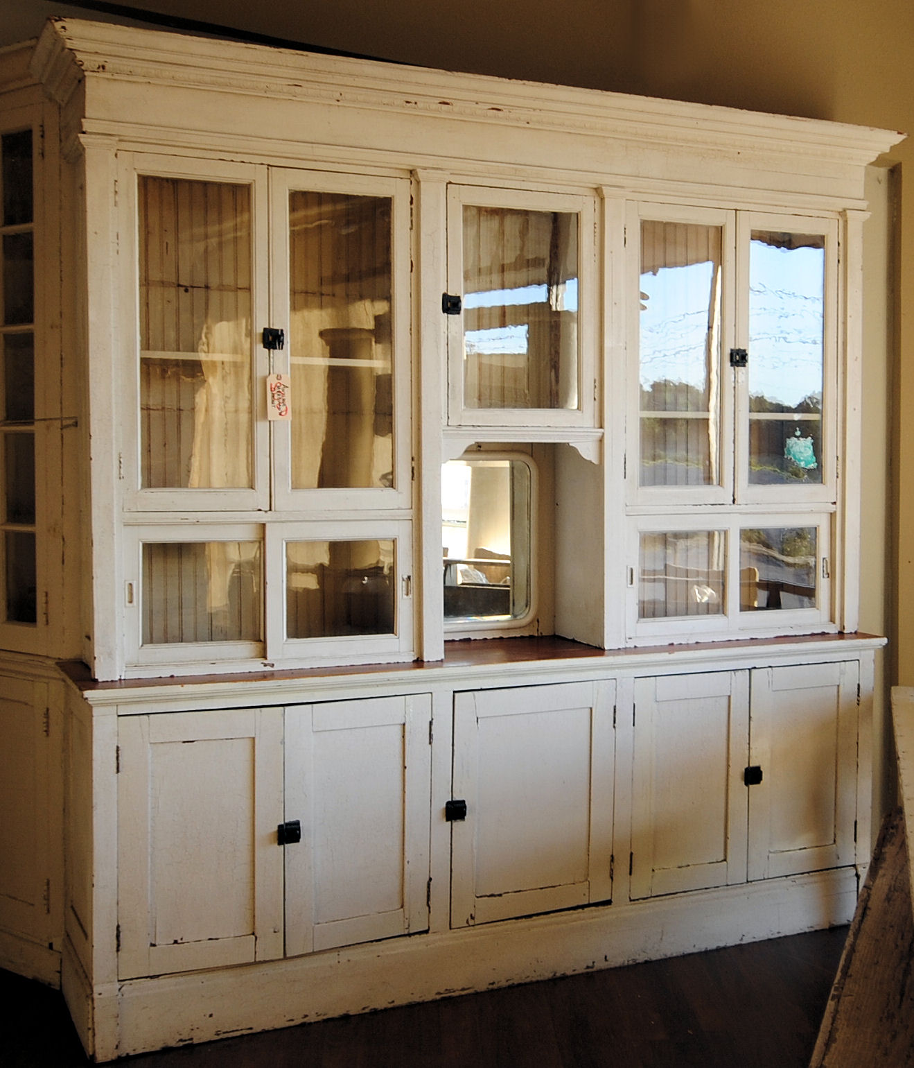 Farmhouse Kitchen Cabinets: LaurieAnna's Vintage Home: Farmhouse Friday