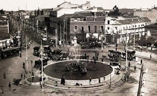 La glorieta de Cuatro Caminos en 1920, con una gran fuente circular en el centro