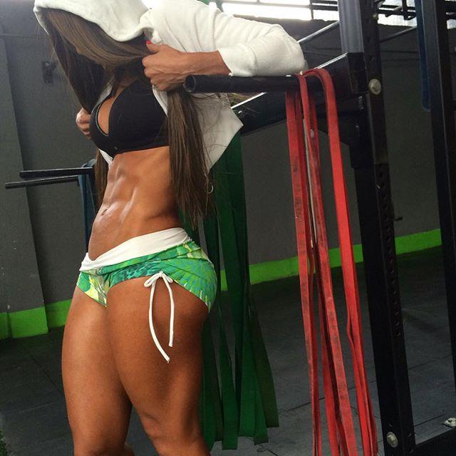Instagram Fitness girl Tatiana USSA GIRARDI