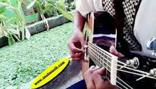 Gitaris Terbaik Indonesia Sepanjang Masa