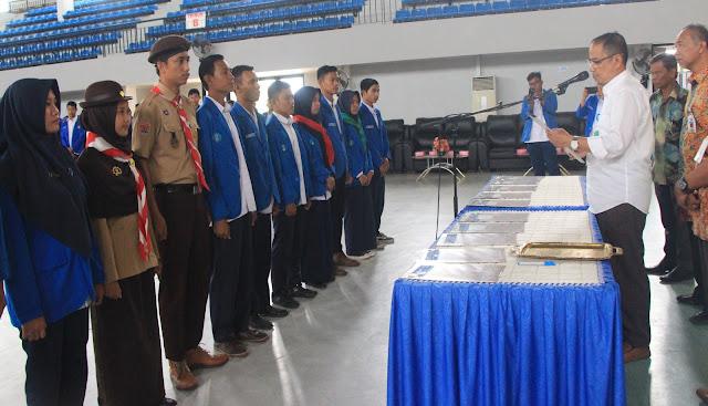 Direktur Politeknik Kesehatan Makassar Lantik Organisasi Mahasiswa Tingkat Direktorat