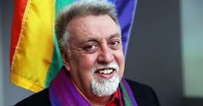 Thumbnail image for Kaum Gay Bersedih Pencipta Bendera Pelangi LGBT Meninggal Dunia
