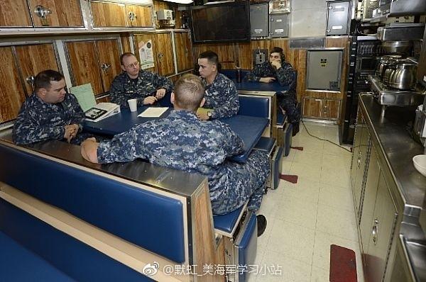 الغواصة النووية فرجينيا USS%2BWashington%2BSSN-787%2BVirginia%2Bclass%2Bsubmarine%2B9