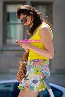 bonita-mujer-minifalda