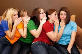8 Alasan Wanita Suka Bergosip